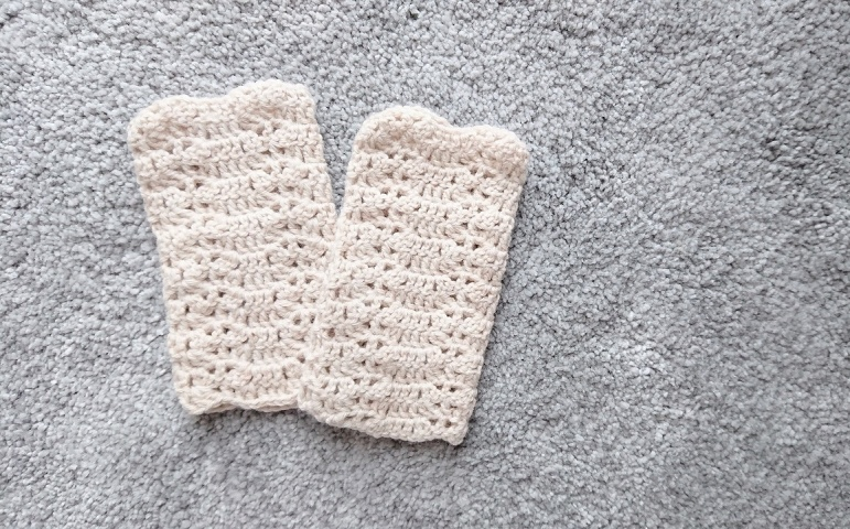 かぎ針編みのハンドウォーマー