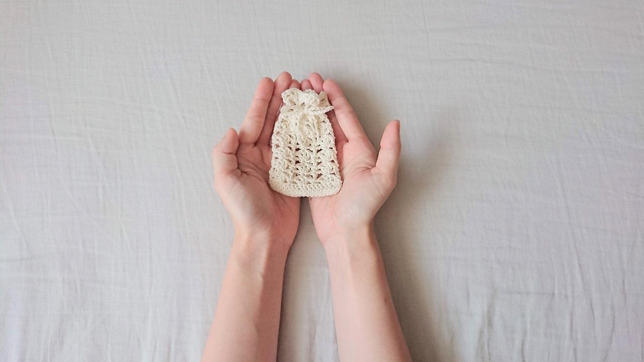 かぎ針編みのお守り袋