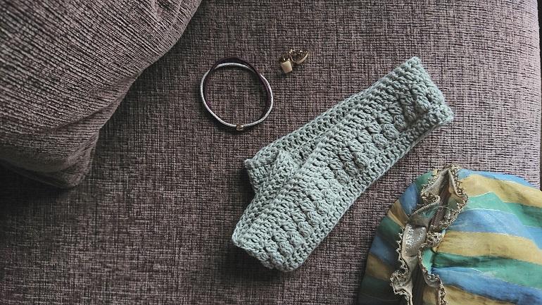 かぎ針編みのヘアバンド