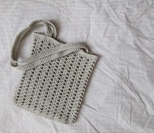 模様編みのミニバッグ